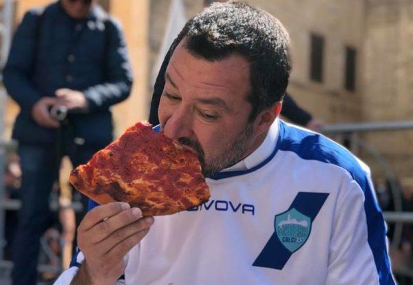 """Matteo Salvini: """"Trovati 15 miliardi per la flat tax"""", ma non dice dove"""