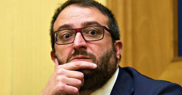 Il Sindaco de L'Aquila di Fratelli d'Italia che non vuole Roberto Saviano e Zerocalcare nel suo [sic] Comune