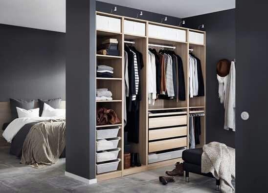 cabina armadio davanti a letto
