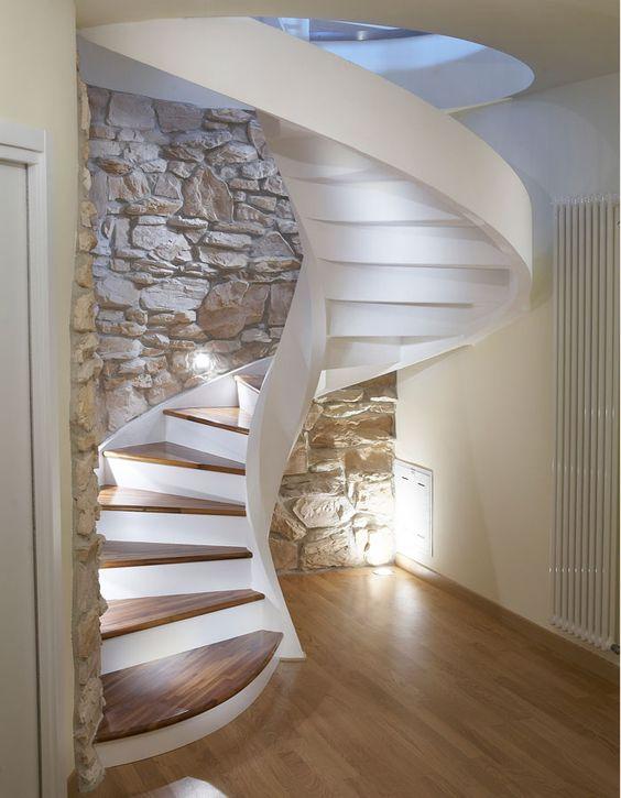 Illuminare la scala chiocciola led gradini