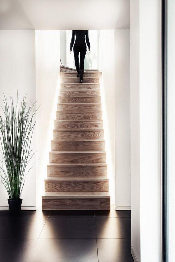 Illuminare la scala da sotto