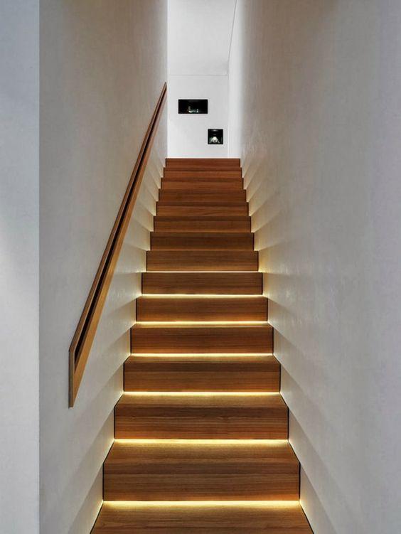 Illuminare la scala luci gradini