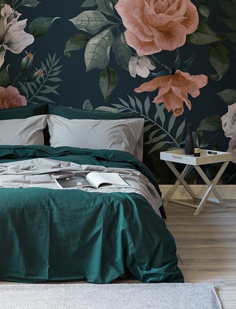 Come arredare una camera da letto modernacon carta da parati a fiori