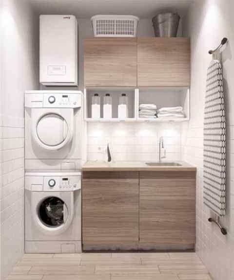 Lavanderia organizzata in cucina con asciugatrice