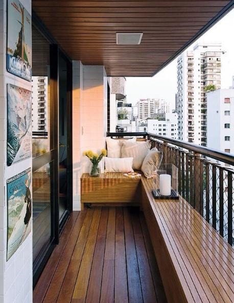 balcone soleggiato arredamento