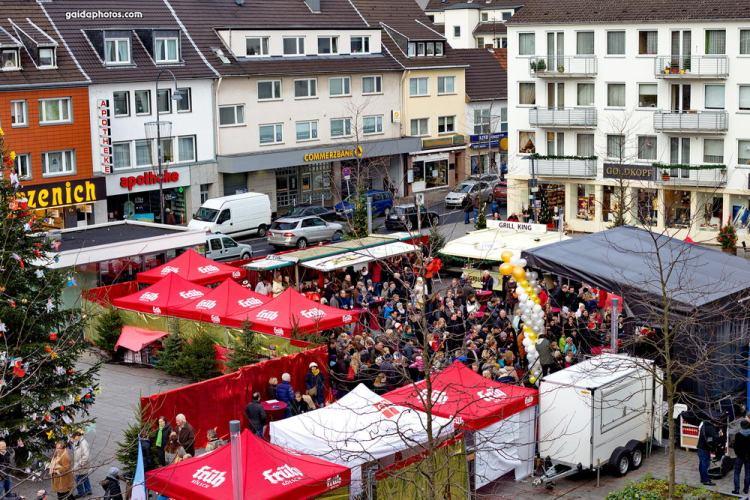 Weihnachtsbaumverkauf der Feuerwehr in Rodenkirchen