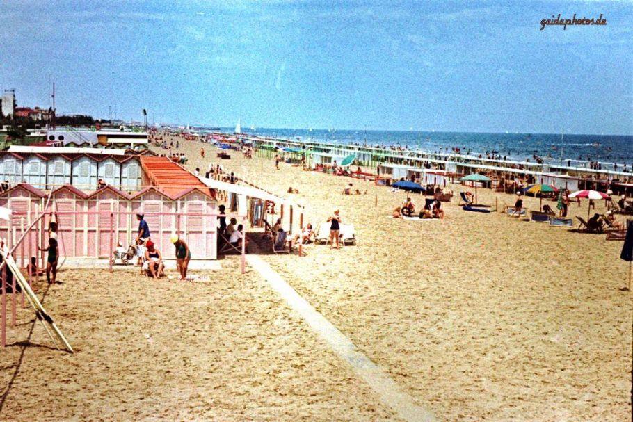 Riccione, Italien, Familienurlaub 1957 - Strandansicht