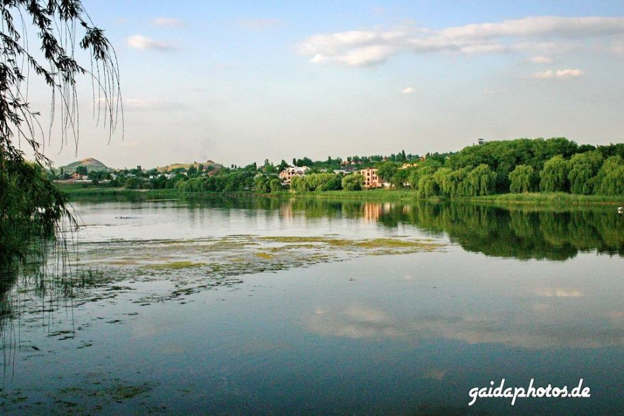 Ukraine, Donezk, Kalmius See und Industrieanlagen