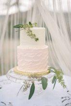 Cake for a wedding at the Gaie Lea wedding venue in Staunton, VA