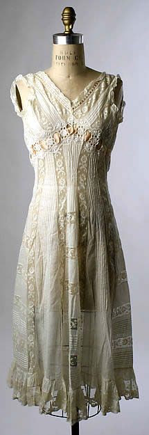 1908 Edwardian ladies' day chemise.