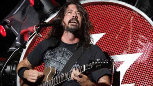 Cumple Foo Fighters promesa de tocar en Cesena, Italia