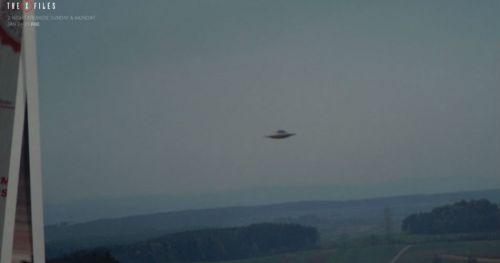 """Mira el primer minuto del regreso a la televisión de """"The X Files"""""""