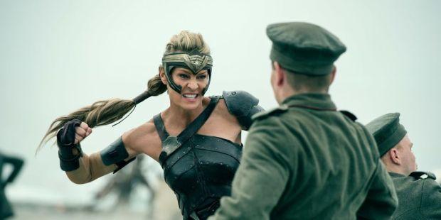 mujer maravilla versus review