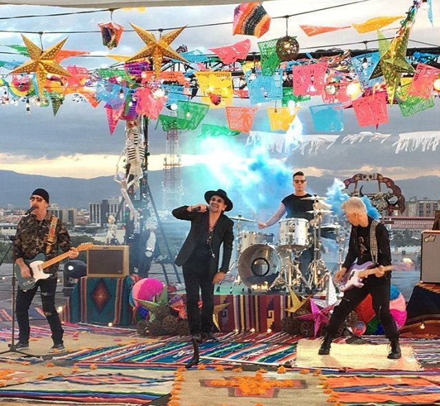 "U2 graba el video de ""Get on your own way"" en la Ciudad de México"
