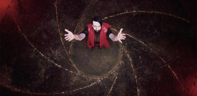Marilyn Manson protagoniza una orgía con Johnny Depp para 'KILL4ME'