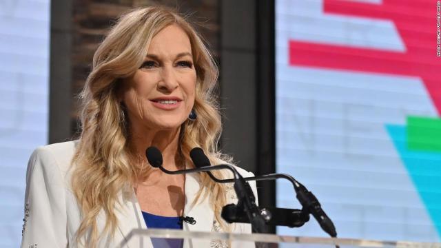 Presidenta de Grammy dice fue destituida tras reportar acoso