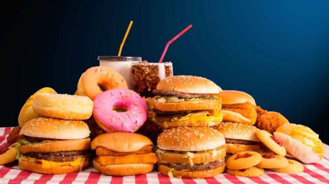 Uno de cada 5 niños comieron con más frecuencia comida rápida por pandemia