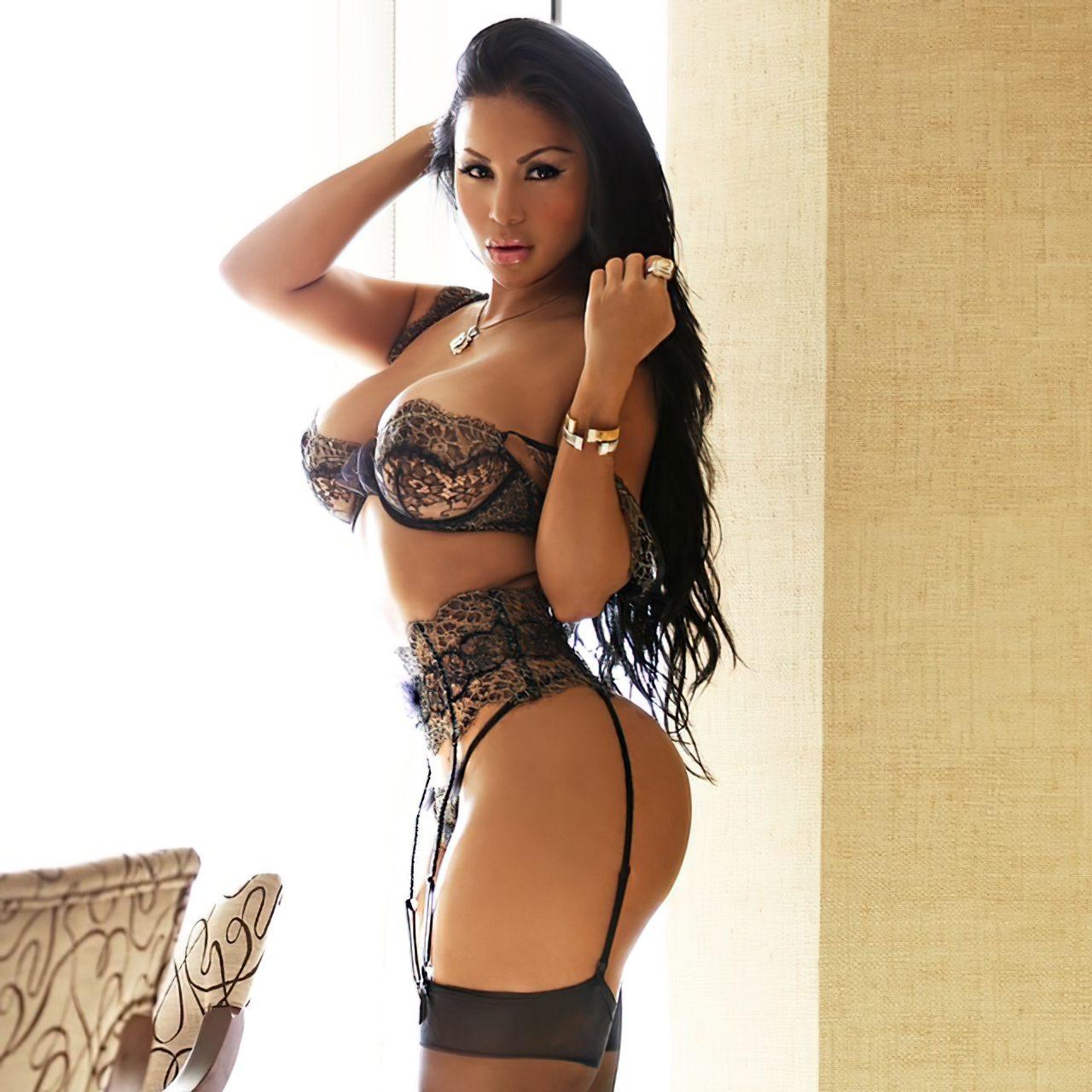 Dolly Castro (36)