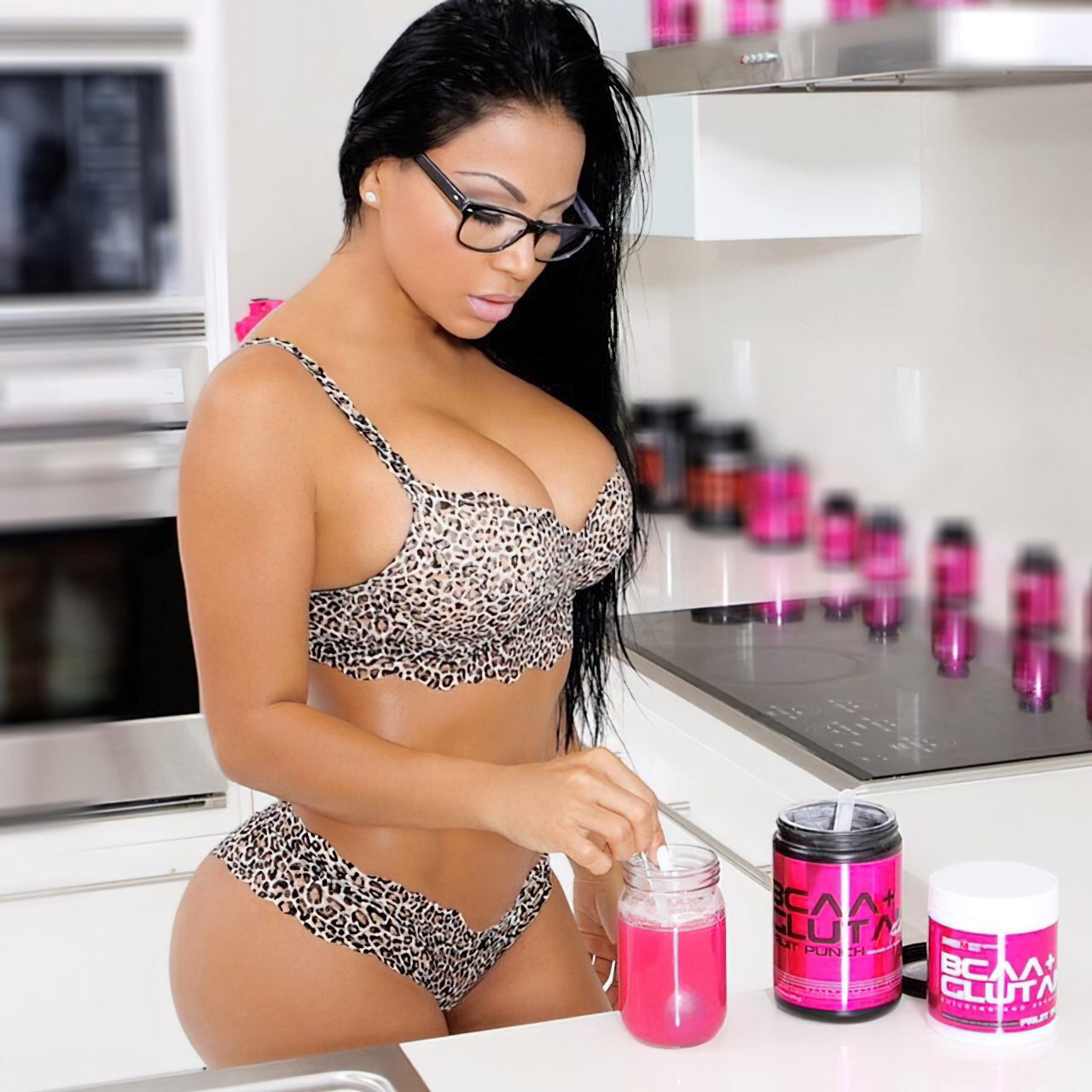 Dolly Castro (67)