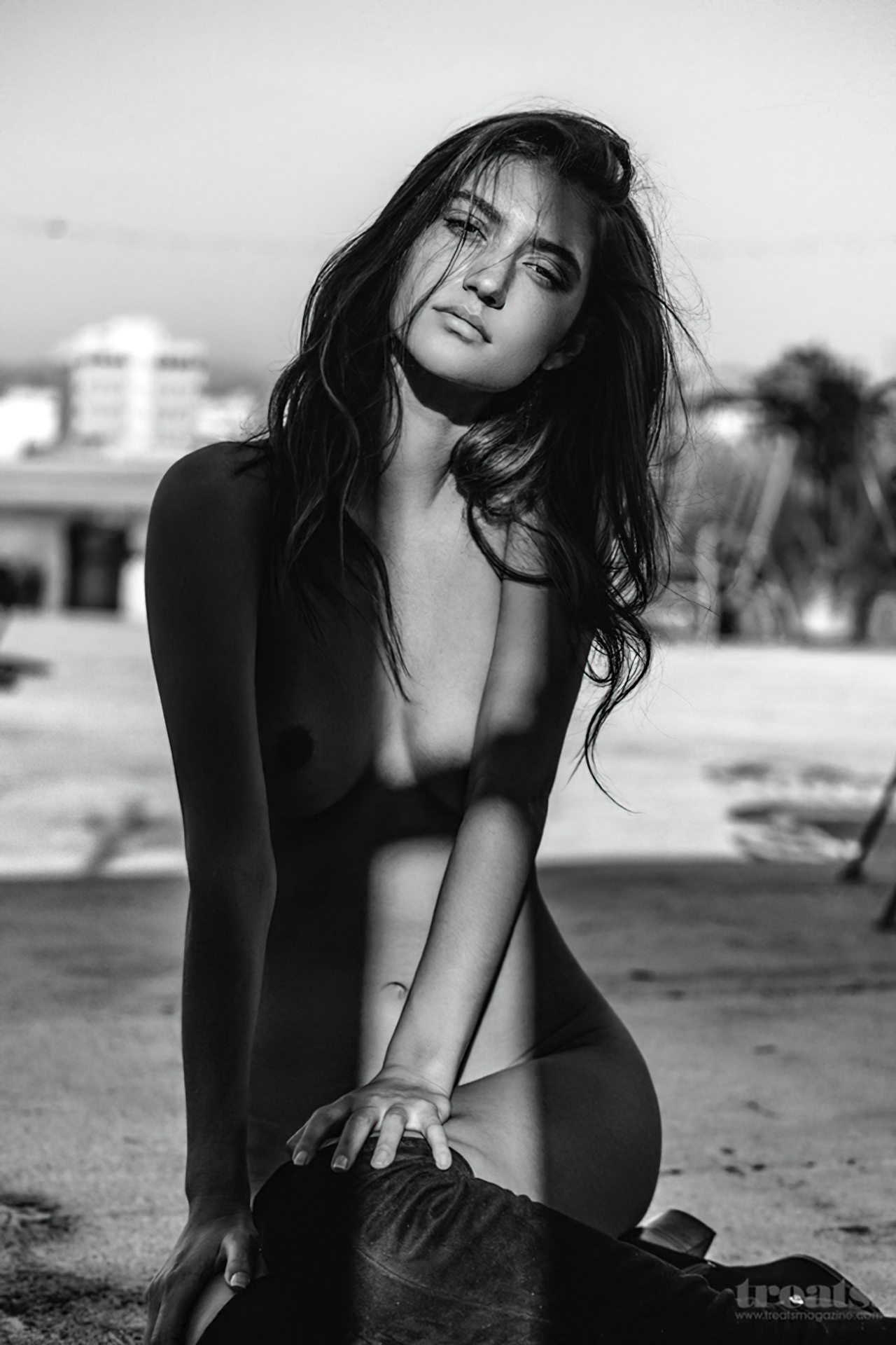 Elizabeth Elam Nua (4)
