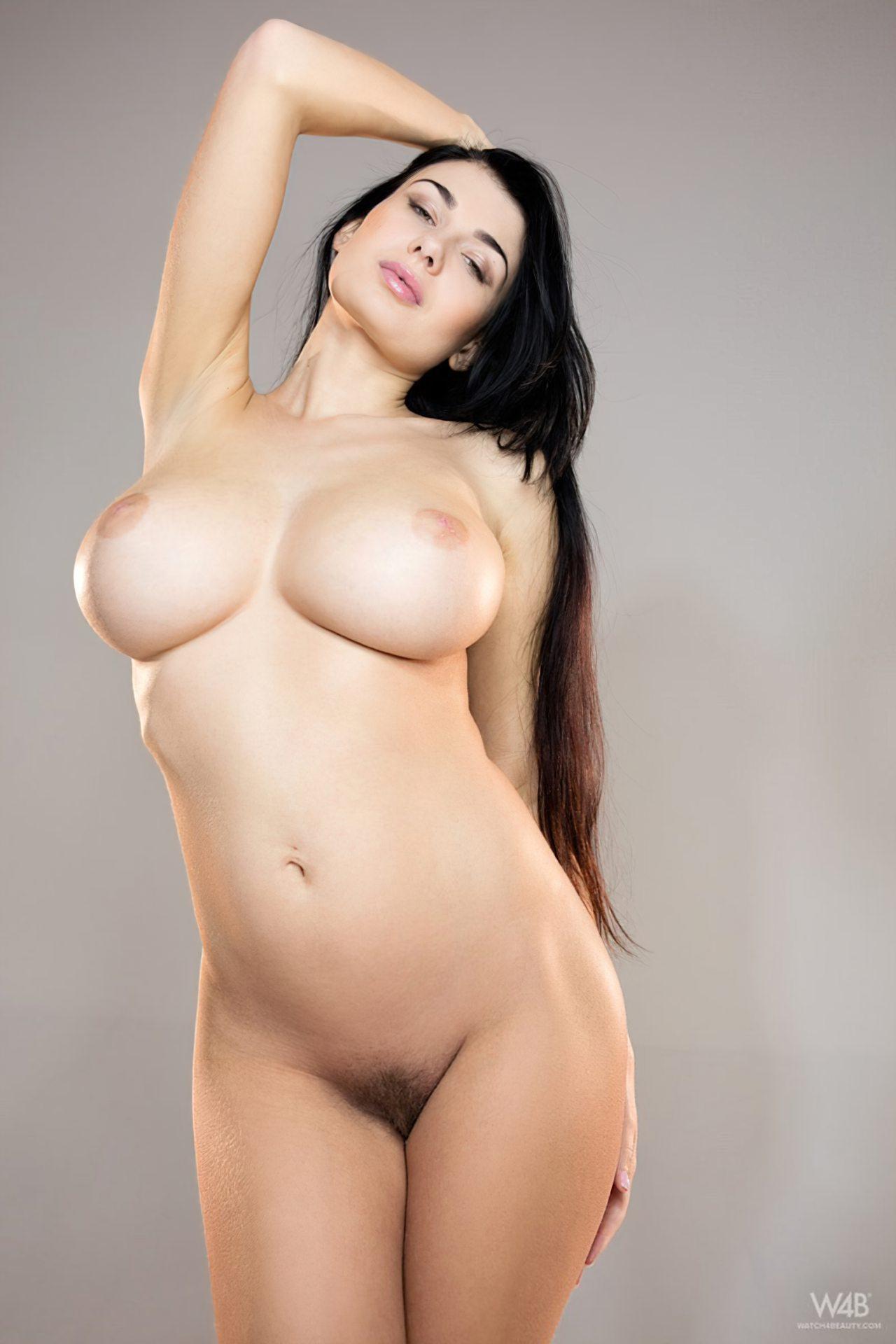 Morena Peitos Grandes Nua (8)