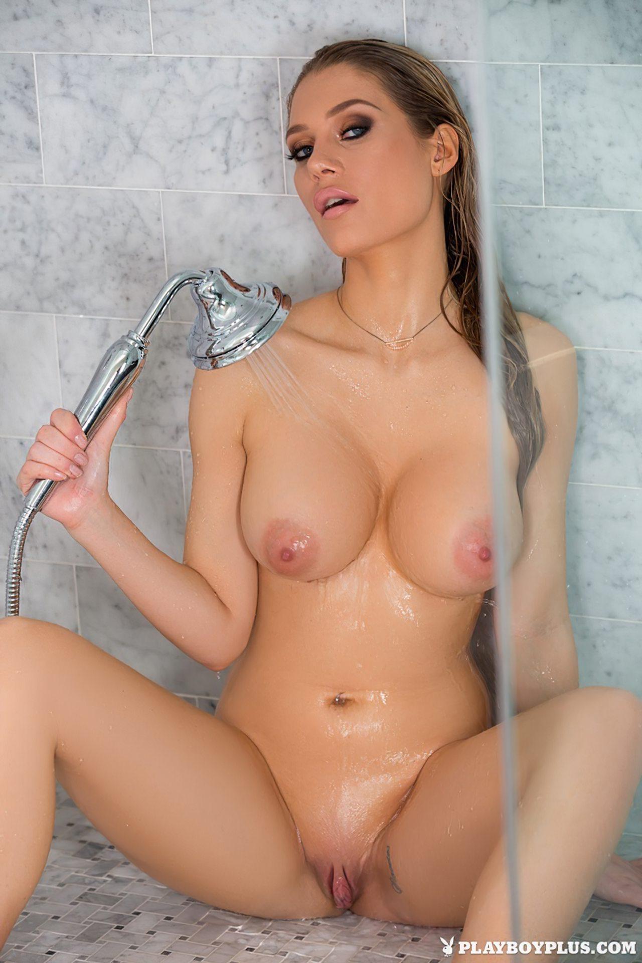 Ana Opsal Sensual no Banho