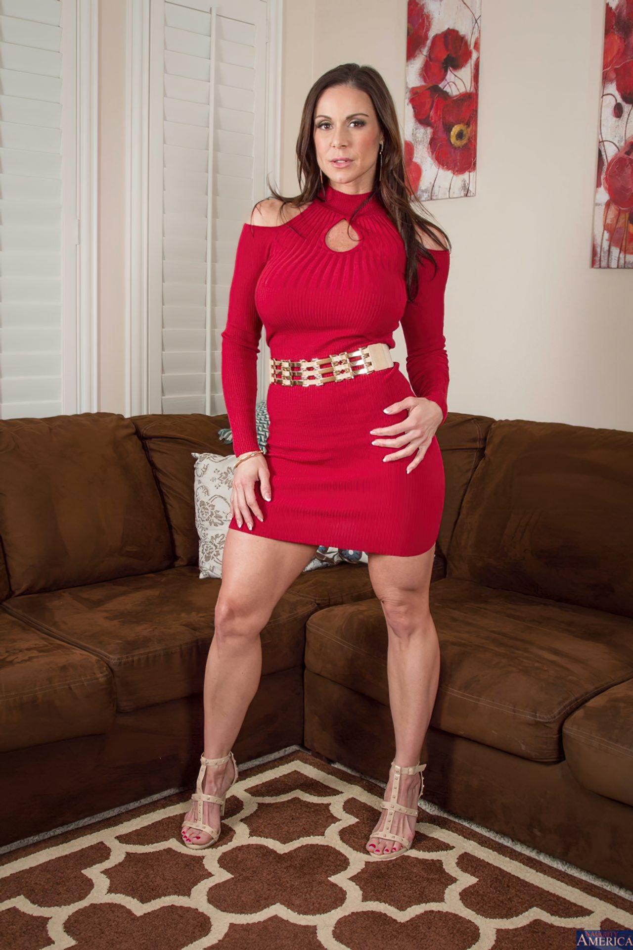 Milf Despindo Vestido Vermelho (1)
