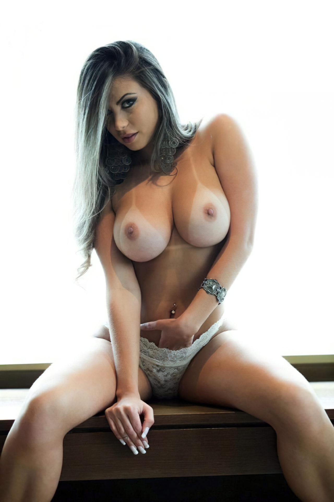 Mulher Linda em Topless
