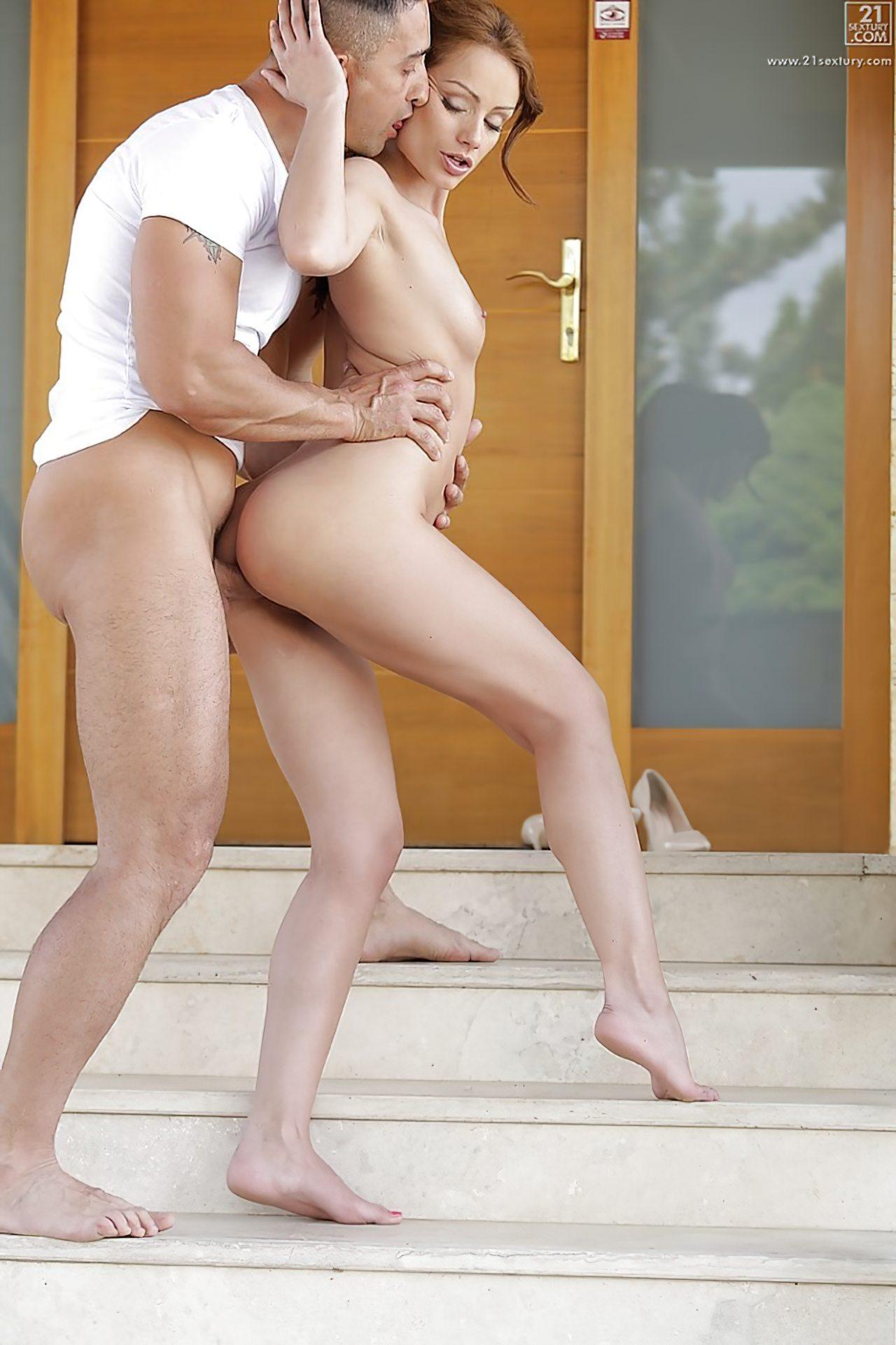 Sexo Porta da Casa (7)