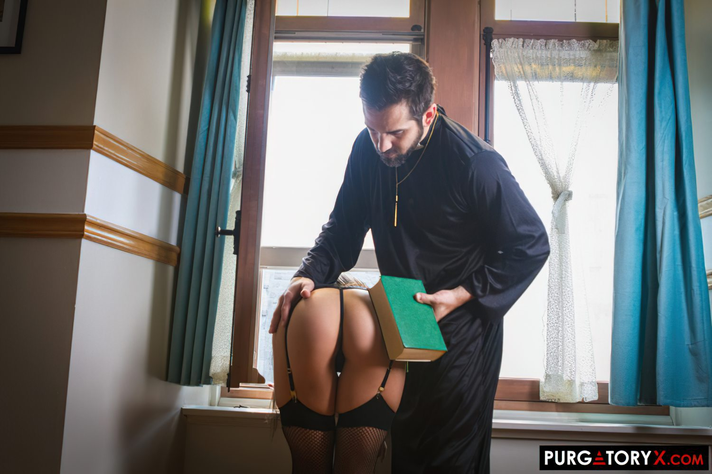 Confissao Picante Sexo com Padre (3)
