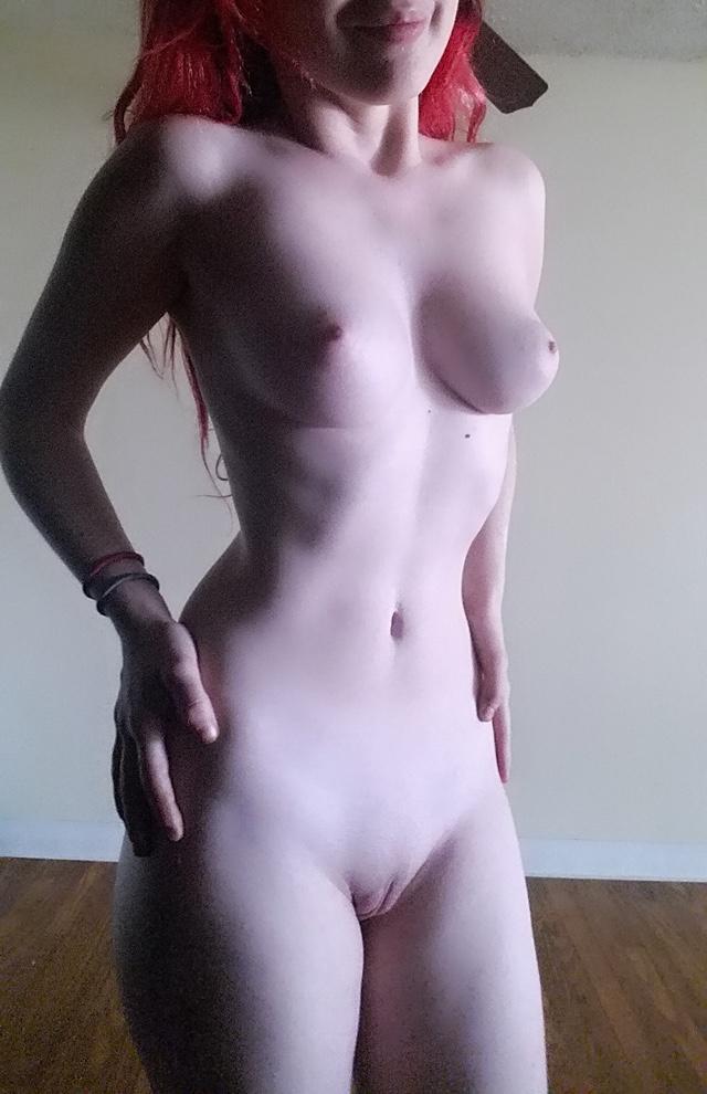 Mulher Branquinha Despida