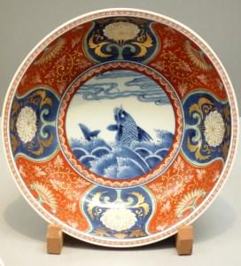 Bowl_2,_Imari_ware,_Edo_period,_17th-18th_century,_stormy_seascape_design_in_overglaze_enamel_-_Tokyo_National_Museum_-_DSC05316