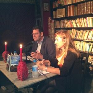 En un momento de la intervencnión junto a la autora Esther Casares