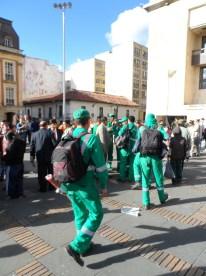 Empleados del aseo en Bogotá en manifestación contra destitución de Gustavo Petro