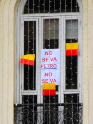 Ventana en Alcaldía de Bogotá en manifestación contra destitución de Gustavo Petro