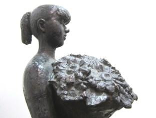 Bloemenmeisje detail - brons - 77 cm hoog
