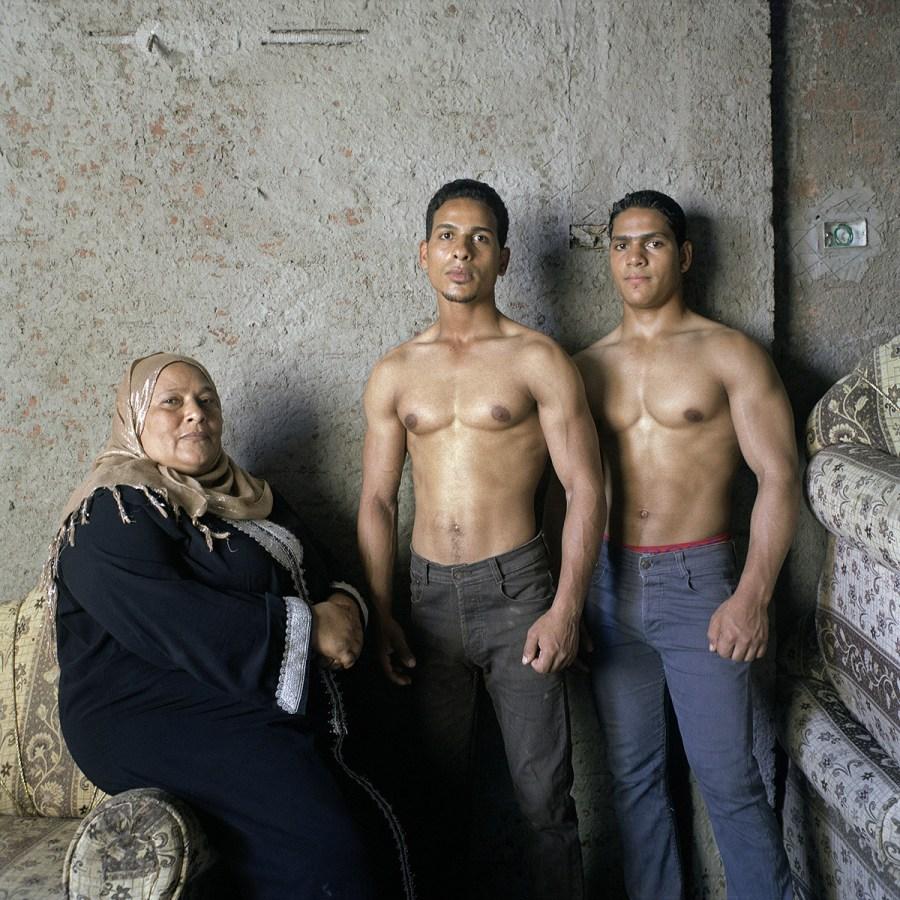 Khaled et Ahmed avec leur mère