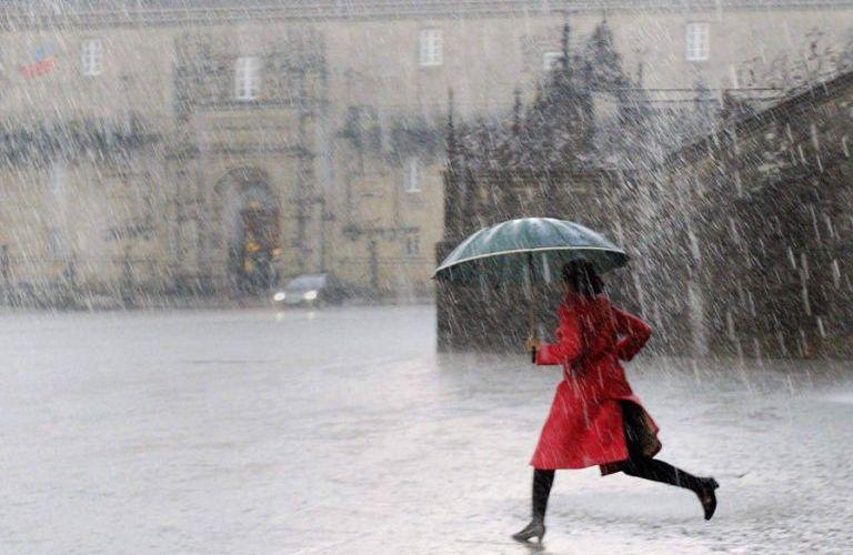 rain santiago galicia