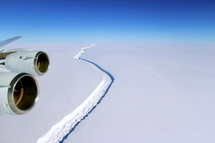 Iceberg si stacca dall'Antartide: copre area di 6 mila metri quadrati