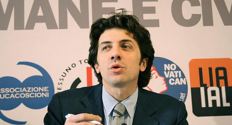 Dj Fabo: sotto processo Marco Cappato per 'istigazione al suicidio'