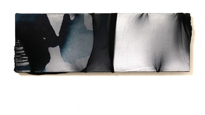 Päivi Allonen: En nähnyt sitä kunnolla, 2020, akryyli ja nylon kankaalle, 20 x 40 cm