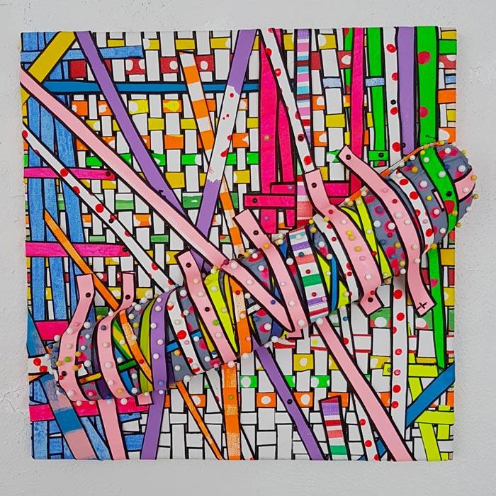 Tuija Markonsalo: Eväs, 2019, 40 x 40 cm, akryylimaali, maalauskangas, vanu, neulat, niitit