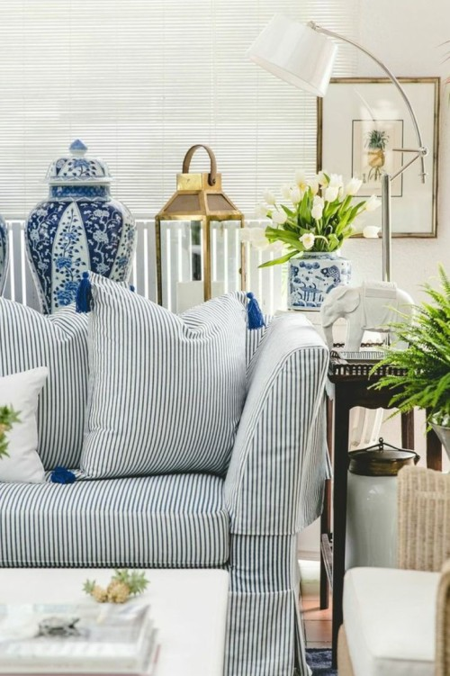 Decorating With Blue and White Ceramics, Gallerie B