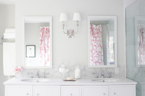 Classic bathroom with a splash of pink, Friday's Favourites Gallerie B blog