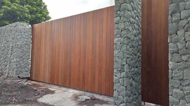 pagar rumah kayu