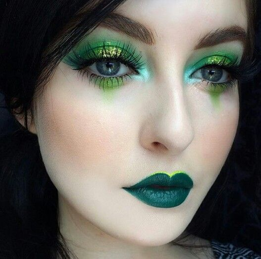 burst-of-green-christmas-makeup-4