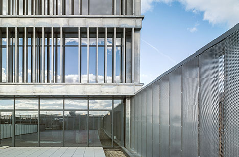 makro-headquarters-madrid-side-view-landscape