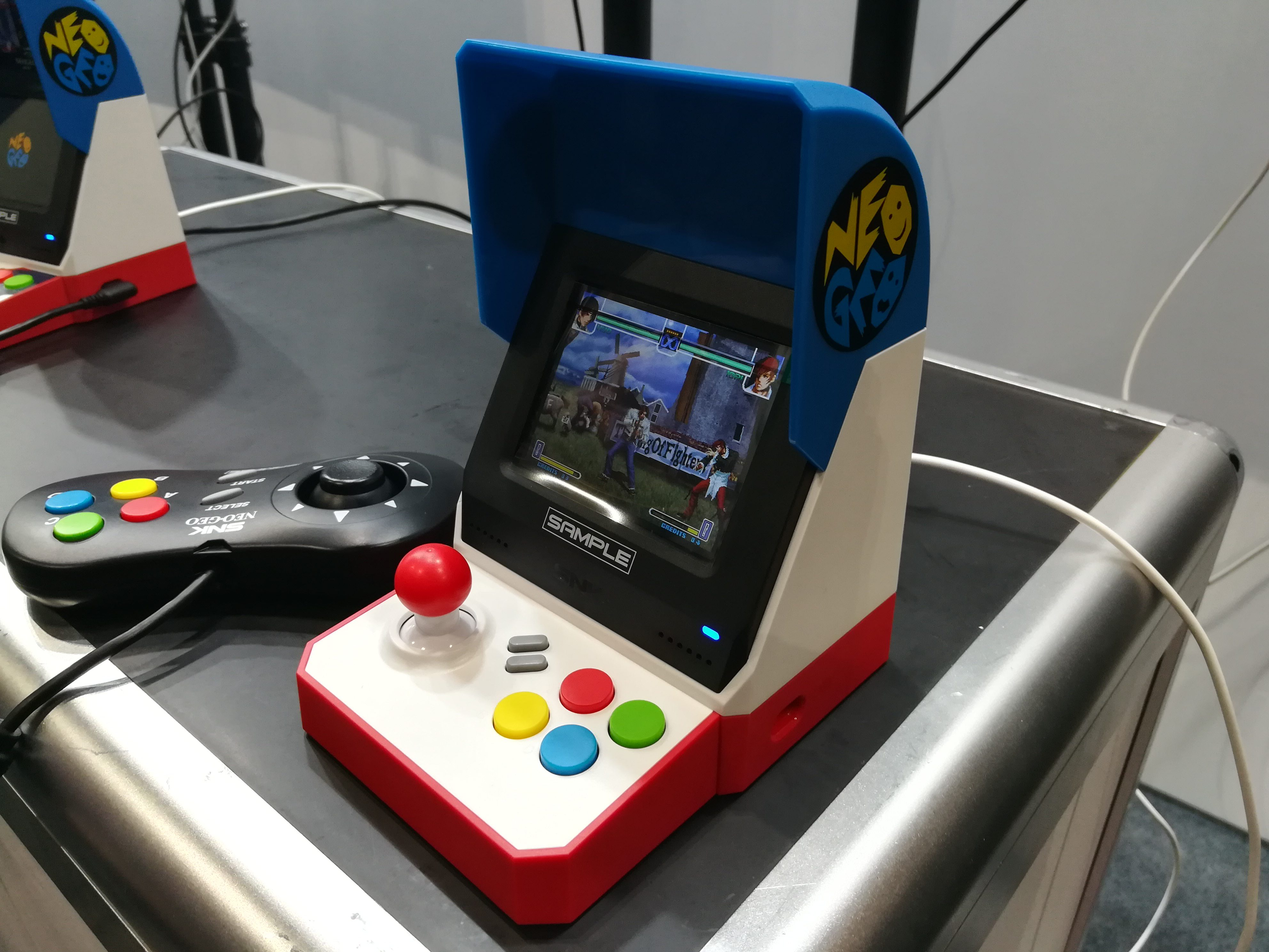 We played with the SNK NeoGeo mini arcade console at E3! - Gambit
