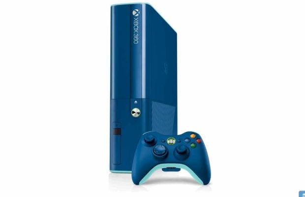 Microsoft Xbox 360 blue console