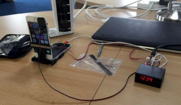 iPhone Screenlock Broken By Brute Force Device
